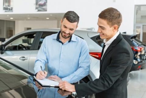¿Es realmente ventajoso comprar un coche a final de año?